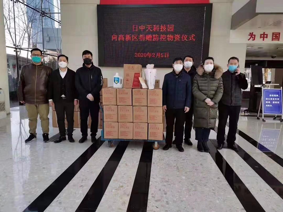 市政协委员韩国梁代表公司向政府部门共计捐赠110箱250瓶84消毒液,60套防护服,47台电子测温仪1.jpg