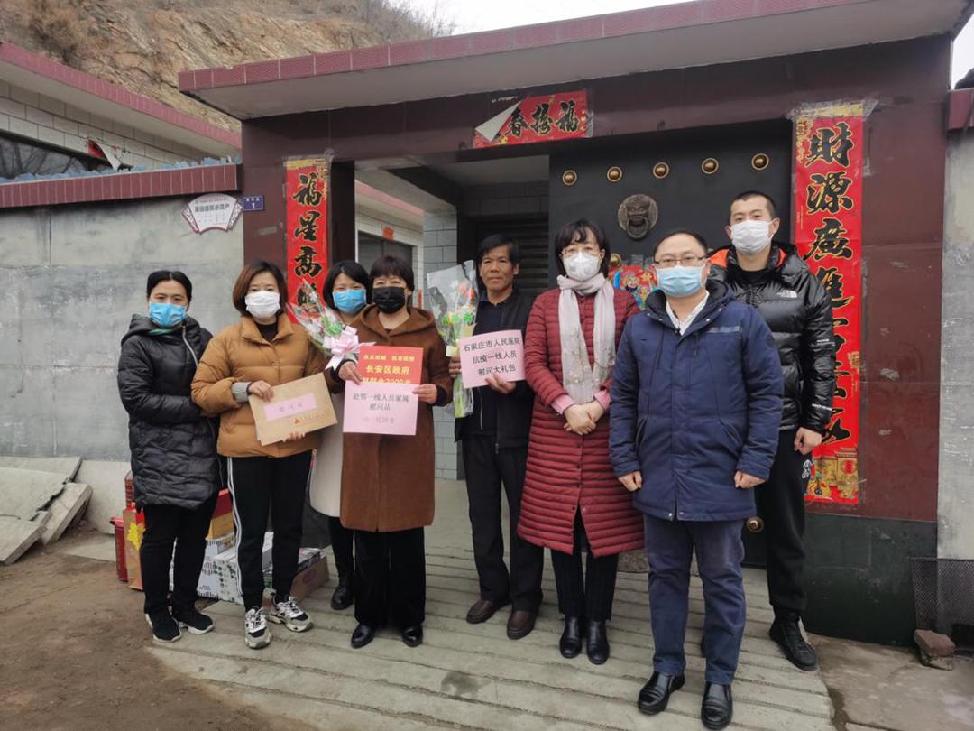 市政协委员乞国艳为武汉抗疫的医护人员家属送温暖1.png