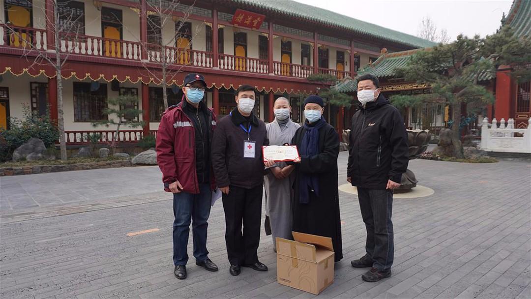 虚云禅林向新华区红十字会和区疾控中心14万元现金捐赠1.jpg